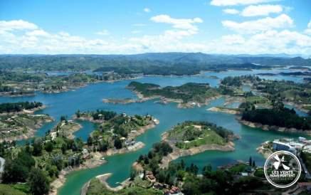 Lac de Guatape Medellin Colombie