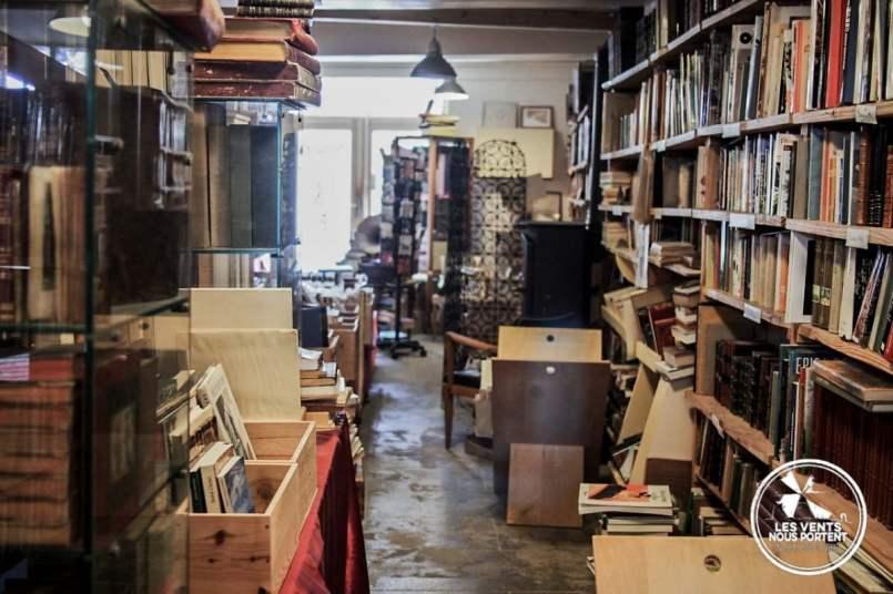 Intérieur Librairie Ailleurs Montolieu Village du Livre France