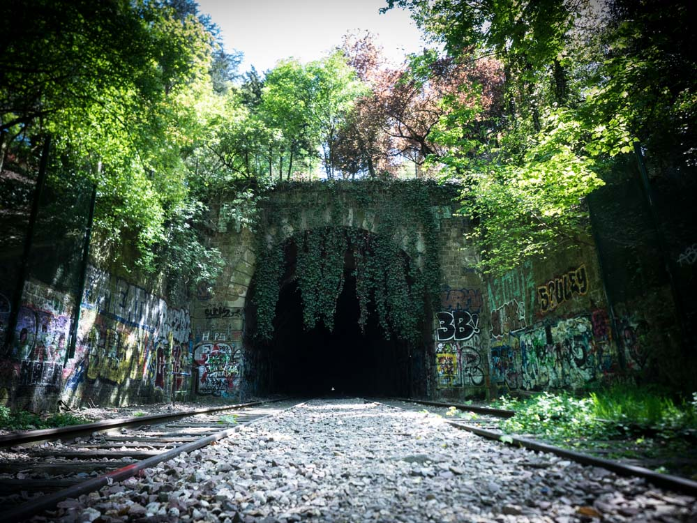 Tunnel sous les buttes-chaumont à Paris
