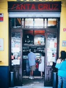 devanture du bar tapas las columnas à seville voyage en espagne
