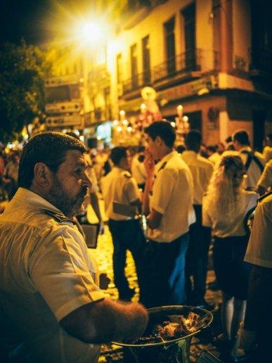 Musiciens de la banda señora del sol à seville, voyage en espagne