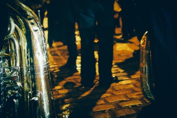 Tuba de la banda nuestra señora del sol à seville, voyage en espagne