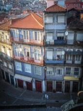 belle facade d'immeuble et ses azulejos a porto voyage portugal
