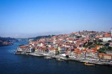 superbe vue aerienne de porto, le douro et la ribeira voyage portugal