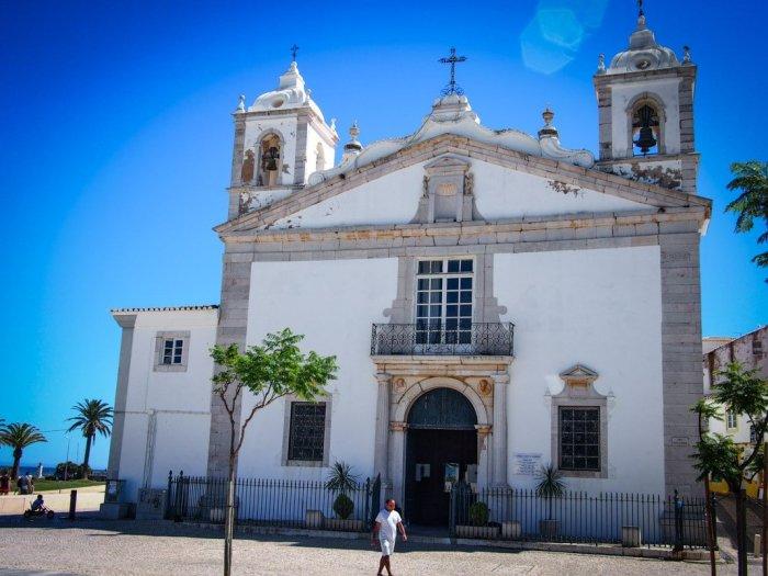 façade d'une église a lagos algarve portugal voyage