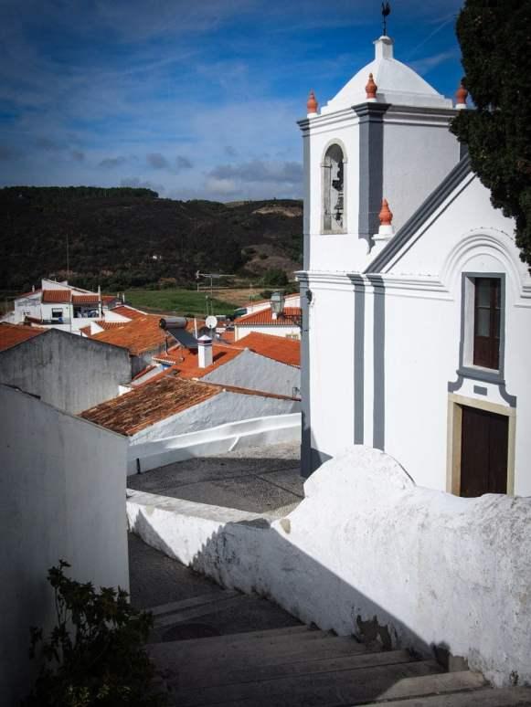 elgise blanche et village de odeceixe en algarve portugal voyage