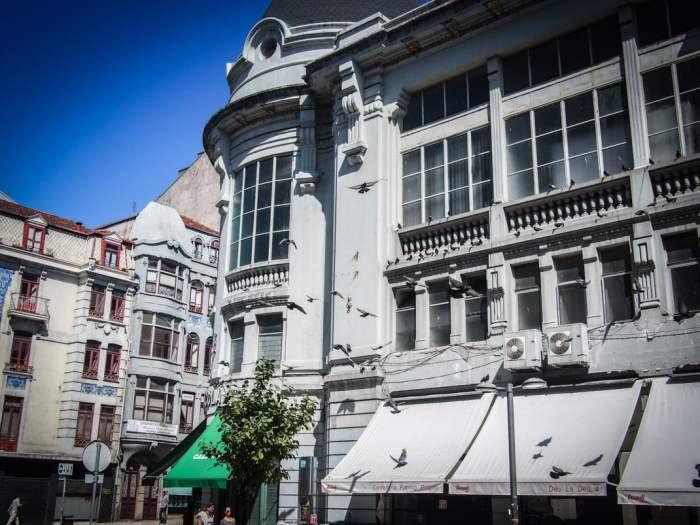 la facade grise du marche do bolhao a porto voyage portugal