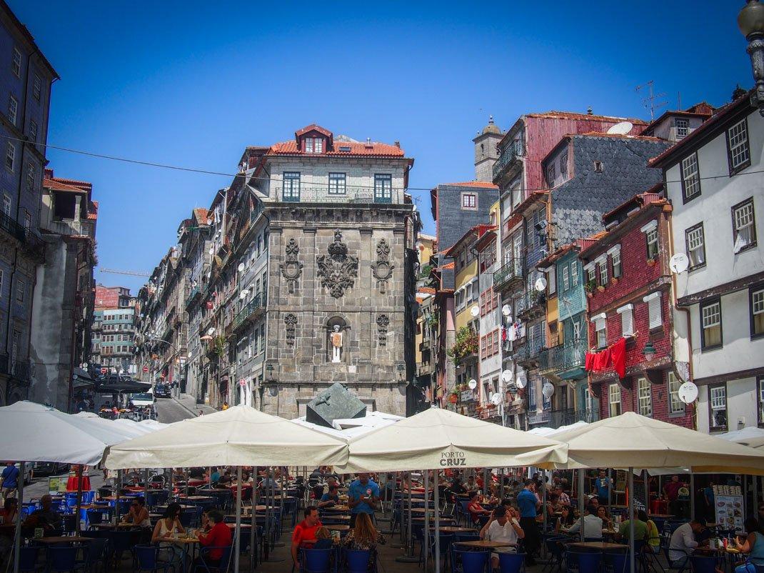 les restaurant et les belles façades de la ribeira a porto voyage portugal