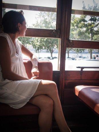 dans le tramway pour la plage a porto voyage portugal
