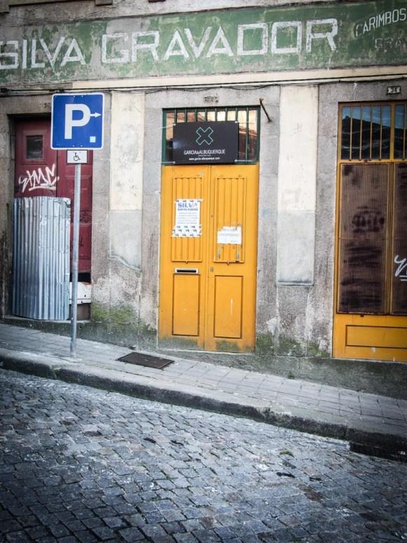 silva gravador devanture de magasin et porte jaune a porto voyage portugal