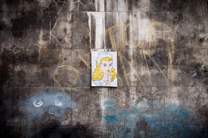 Chut dessin femme street art istanbul turquie