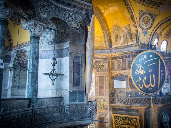 détails bleu et or à l'hagia sofa, sainte-sophie à istanbul voyage en turquie