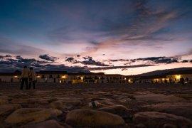 coucher du soleil sur la place de villa de leyva en colombie