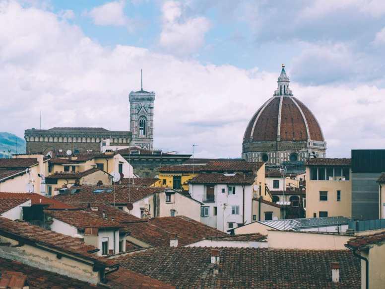 Vue des toits, du dome et du campanile de Florence en Toscane