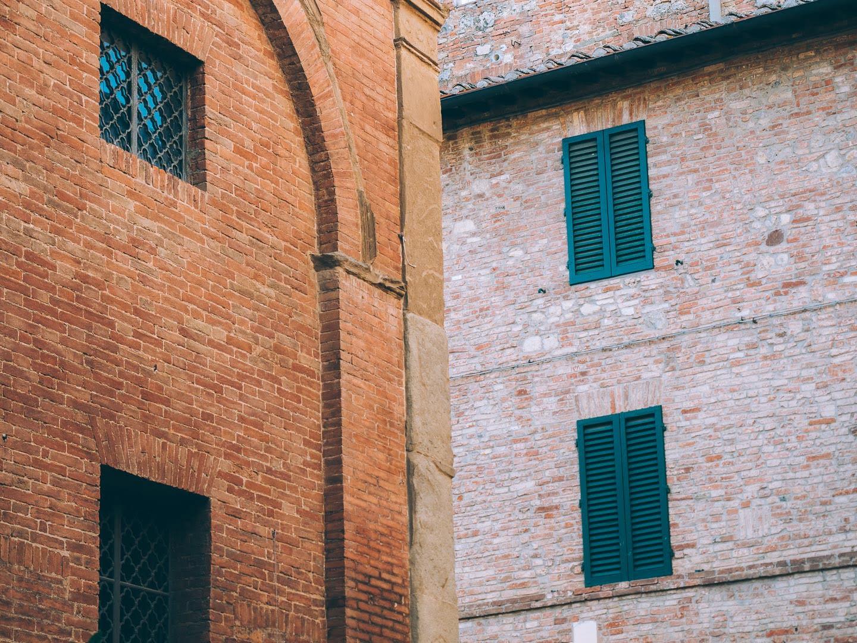 Les façades colorées de Sienne en Toscane