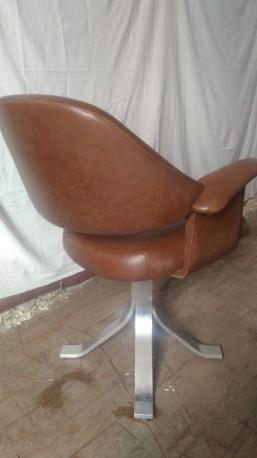fauteuil de coiffeur en skai marron vintage
