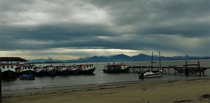le petit port et la côté brésilienne au loin