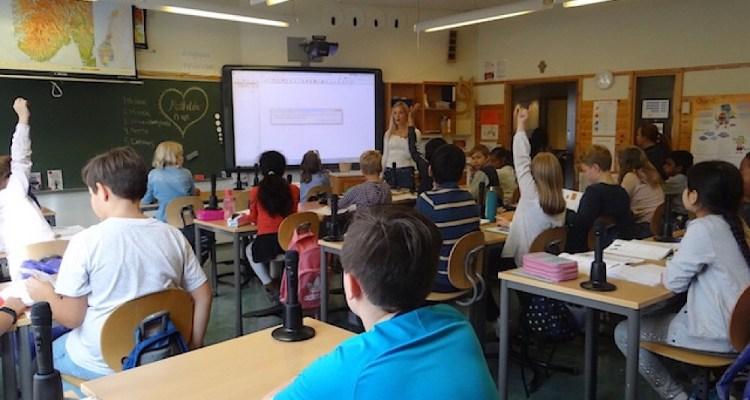 Les élèves participent de façon disciplinée