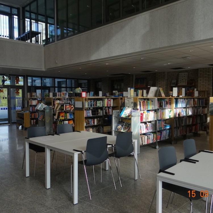 La bibliothèque est vaste, très documentée et accessible à tous