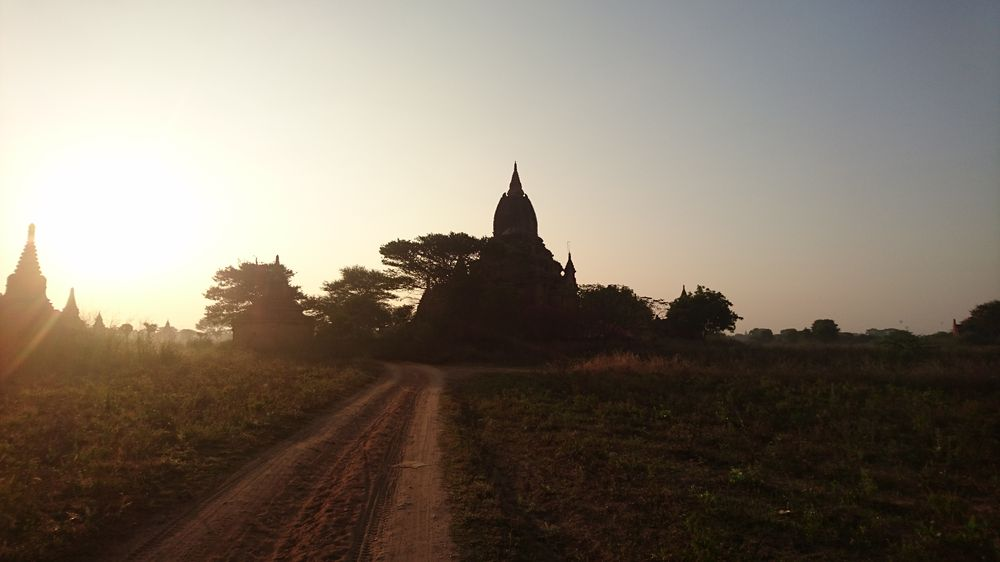 Route vers temple de Bagan