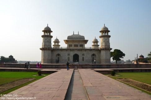La vue sur le Baby Taj en arrivant