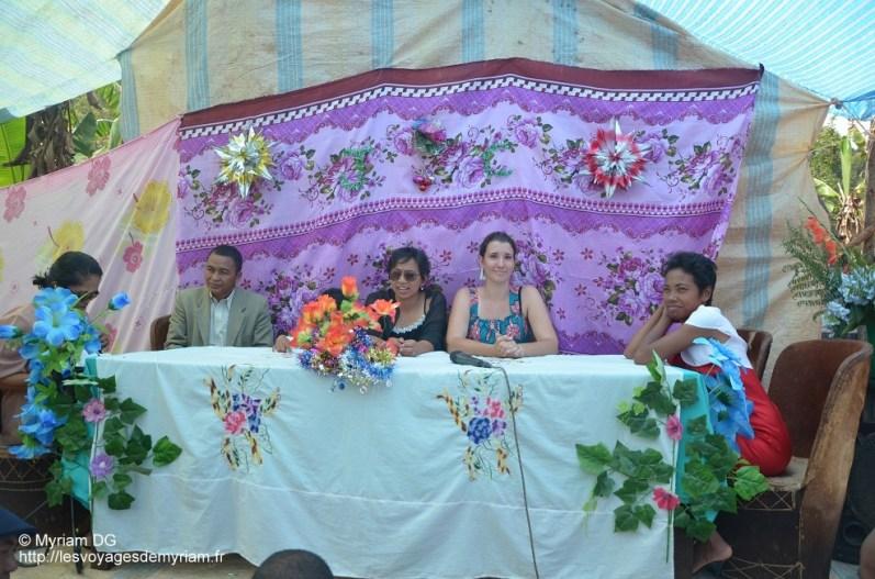 """à la table du marié les personnes """"importantes"""": le maire, sa femme, l'employeur de Jonhy (Fara) et moi-même."""