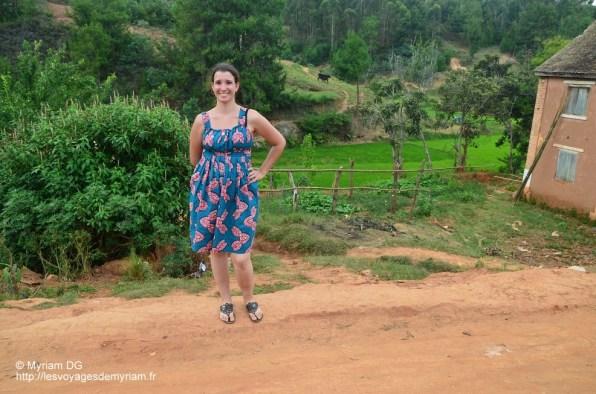"""J'avais pensé à prendre une robe un peu """"habillée""""!! Heureusement! C'est une robe que j'ai fait confectionner au Sénégal."""