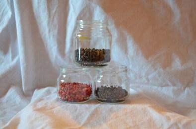 Coffret 3 épices:- 25g de poivre noir en grain de Madagascar- 10g de baies roses de Madagascar- 10g de poivre sauvage de Madagascar 15€