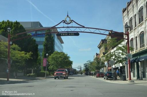 """L'entrée de la ville qui fait très """"Disney Land"""""""