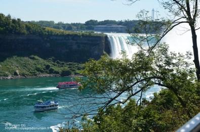 Les bateaux canadiens et américains qui amènent pour 50€ les touristes prendre une douche