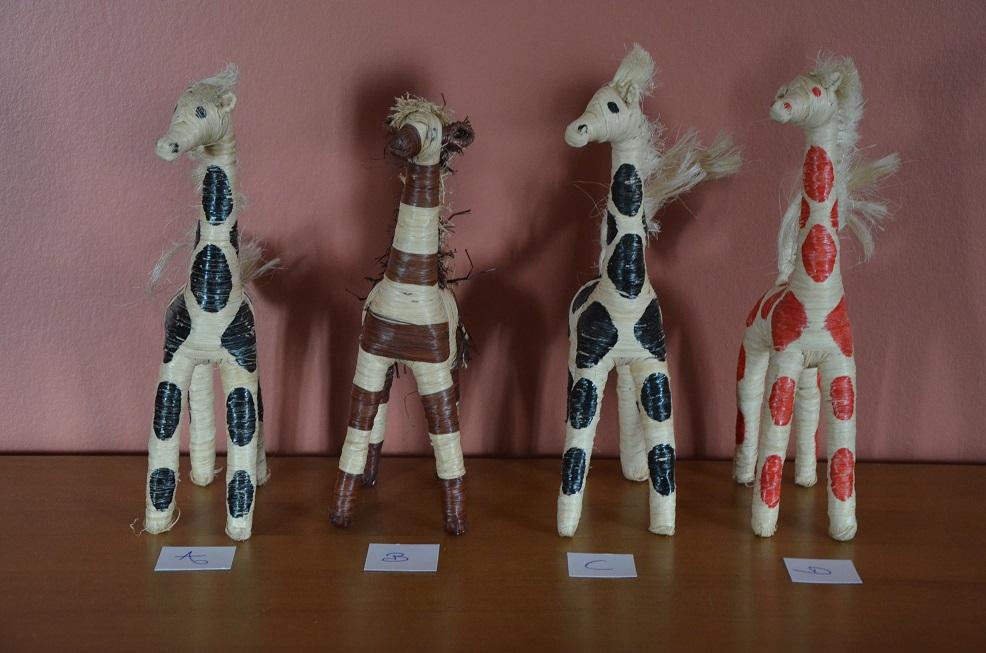 8€ l'unité . reste la girafe A