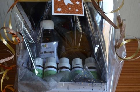 1 coffret « découverte des produits d'ODADI » 45€ 1 pot de miel d'eucalyptus de 150g, 1 huile de massage « anti douleurs musculaire) de 150ml, 1 huile essentielle de 10ml de Niaouly, 1 huile essentielle de 10ml de Ravintsara, 1 huile essentielle de 10ml de Iary, 1 huile essentielle de 10ml d'Eucalyptus citronné, 1 huile essentielle de 10ml de Géranium