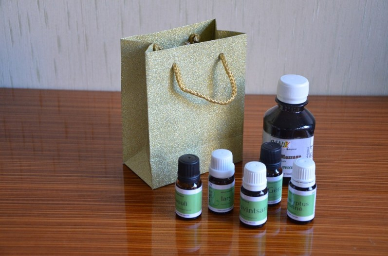 """1 coffret « découverte des bienfait des plantes de madagascar"""", à 40€,huile de massage « anti douleurs musculaire) de 150ml, 1 huile essentielle de 10ml de Niaouly, 1 huile essentielle de 10ml de Ravintsara, 1 huile essentielle de 10ml de Iary, 1 huile essentielle de 10ml d'Eucalyptus citronné, 1 huile essentielle de 10ml de Géranium"""