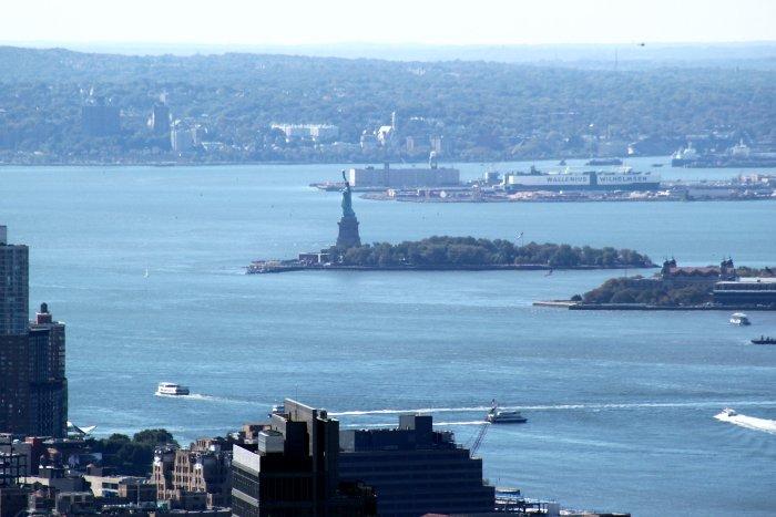 Ellis Island et la statue de la Liberté depuis The Top of the Rock