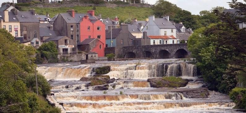 Les belles cascades de la rivière Cullenagh à Ennistymon - Irlande