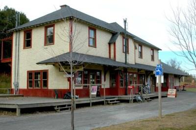 La gare de Ste Adèle - Balade sur la piste du p'tit train du Nord (Québec)