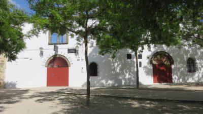 Place des arènes à Baeza