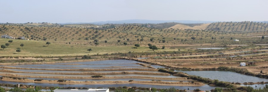Vue sur les marais salants depuis la forteresse de Castro Marim