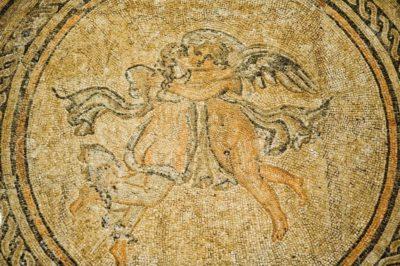 Mosaique d'Eros et Psyché enlacés