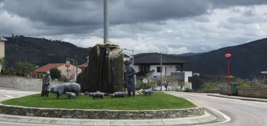 Rond point de Vinhais - la capitale du cochon