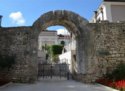 La porte d'Hercule à Pula