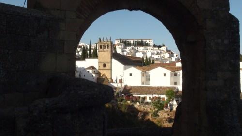 Une jolie vue sur Ronda depuis la Porte de Felipe V