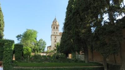 Les jardins et l'église Santa Maria de l'Alhambra