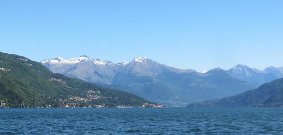 Sommets enneigés autour du lac de Côme