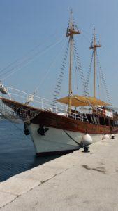 Beau voilier sur le port de Rovinj