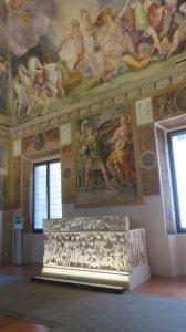 Fresques et sarcophage du palais ducal de Mantoue