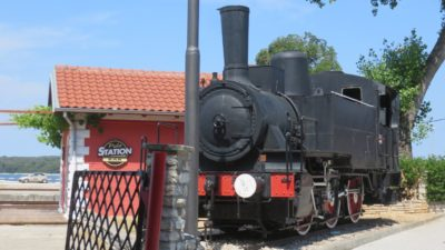 Vieille locomotive à la gare de Pula
