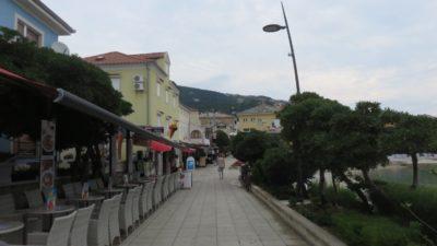 Le bord de mer de Baska (Croatie)