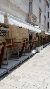 Dans les rues piétonnes de la vieille ville de Zadar