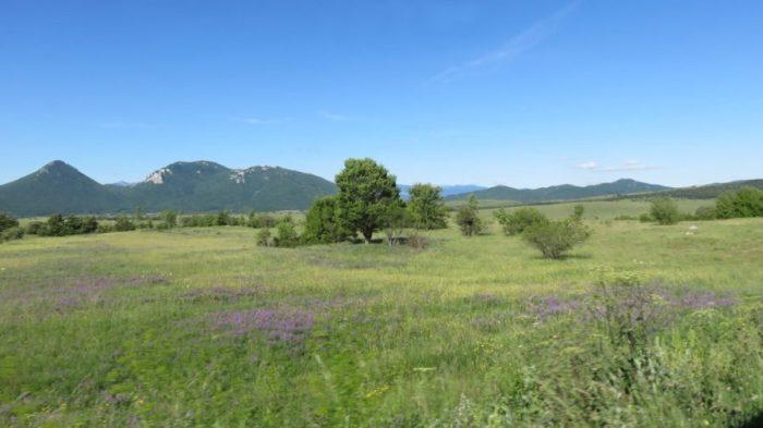 La campagne sur la route entre Korenica et Zadar